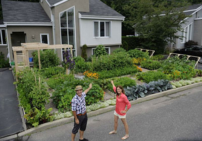 Saved a front yard vegetable garden in quebec gardener 39 s journal - Practical ideas to decorate front yards in the city ...